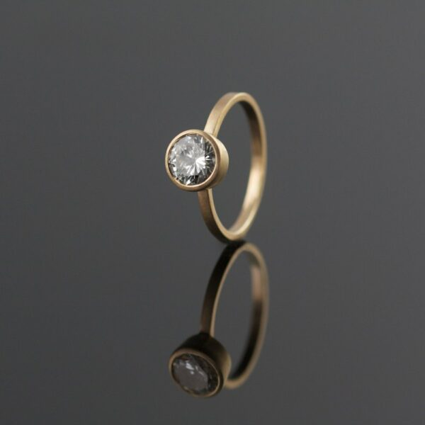 1ct white diamond in yellow gold solitaire