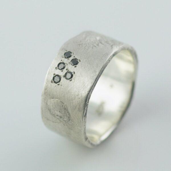 organic ring with black diamonds silver