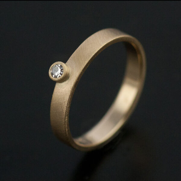 offset small diamond on 3mm gold band